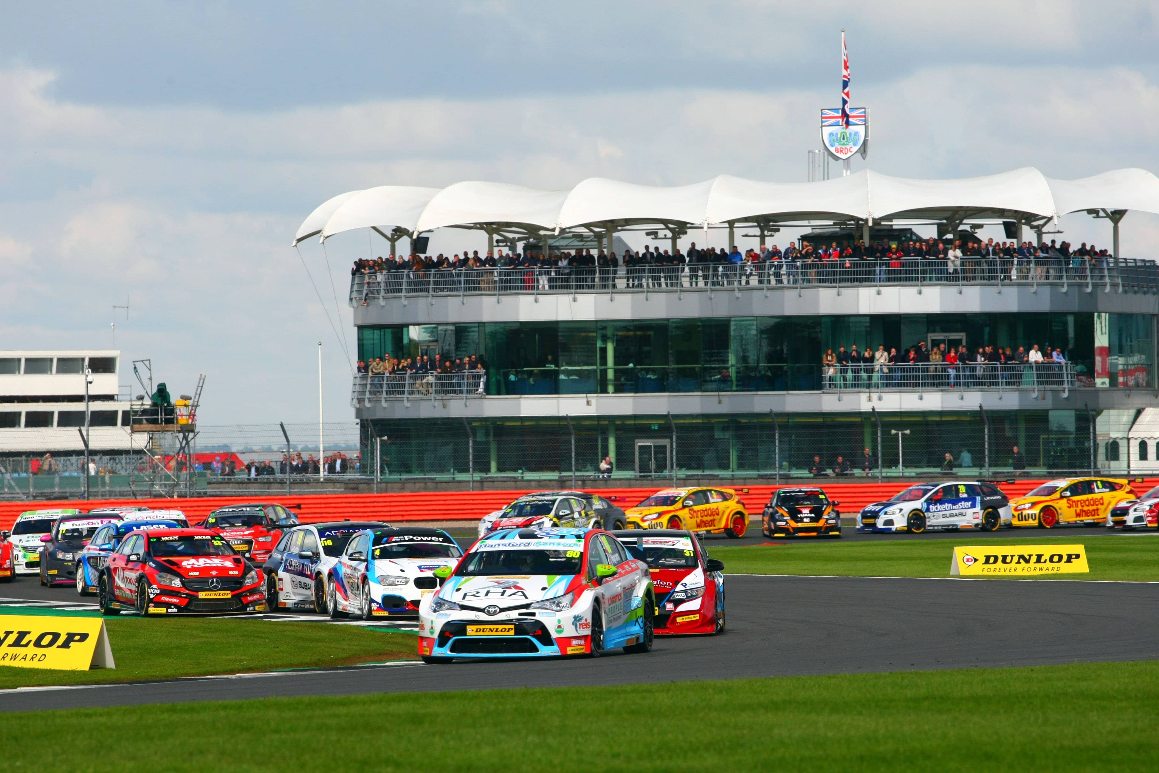 Ingram steals show at Silverstone to keep BTCC title hopes alive