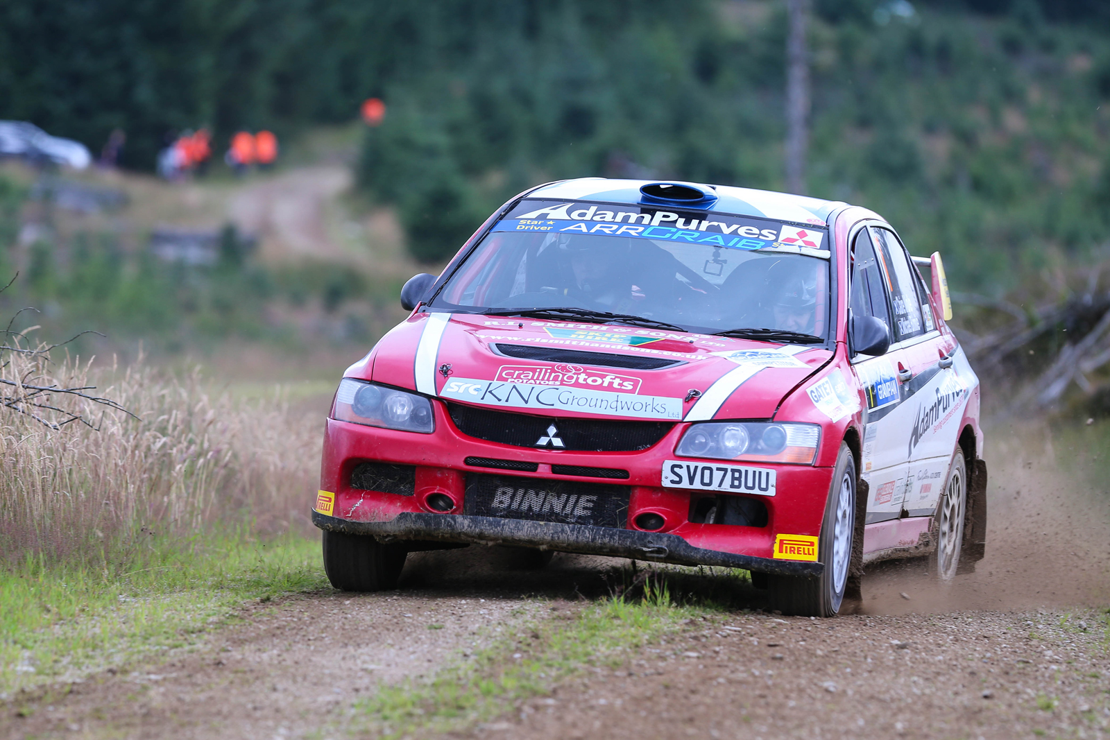 Binnie keeping his Mitsubishi Evo IX steady along a gravel straight